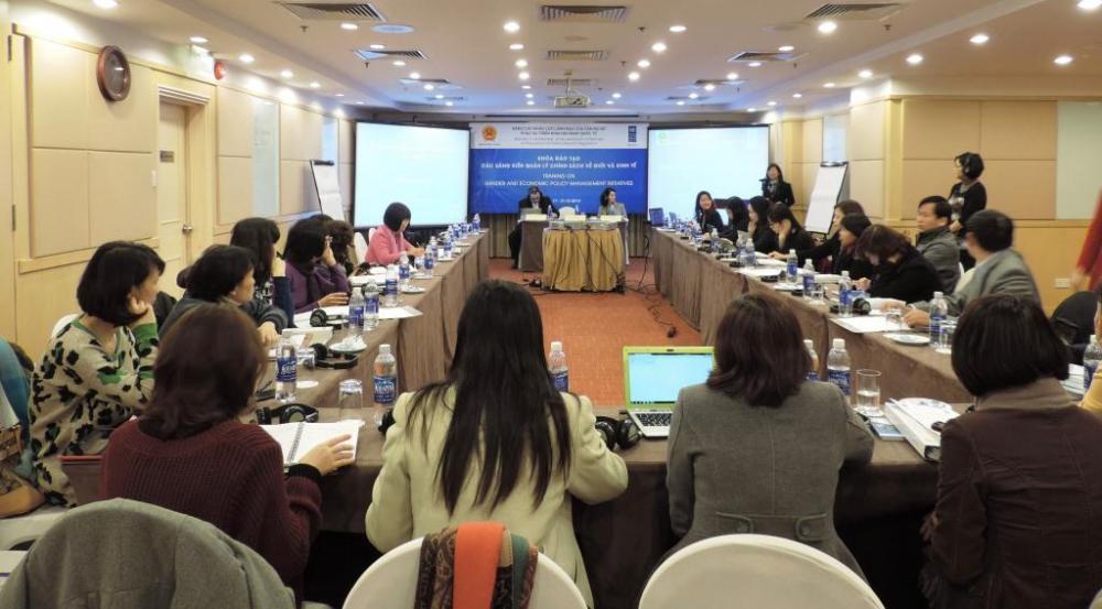 Lớp tập huấn về các sáng kiến quản lý về Giới và Kinh tế